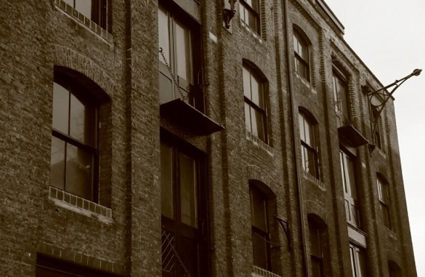 London_warehouses_Alamy_575x375_21July21