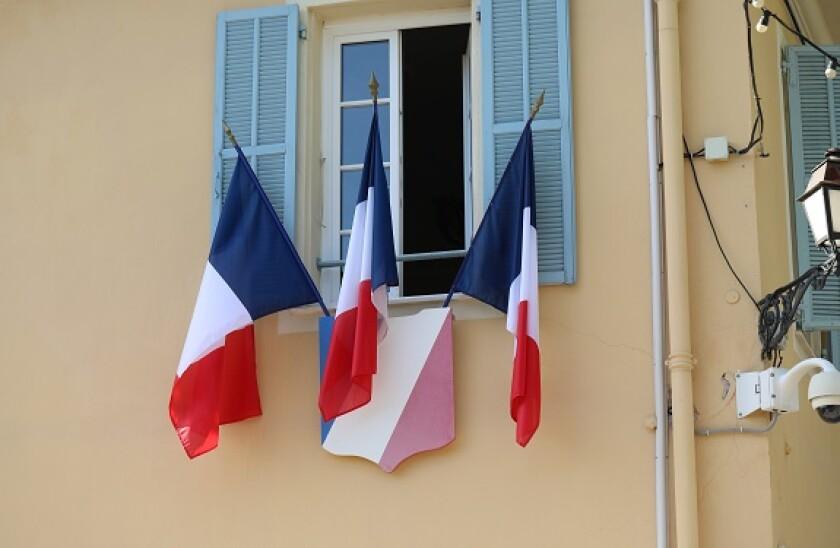 French_flags_trio_three_Adobe_575x375_160120
