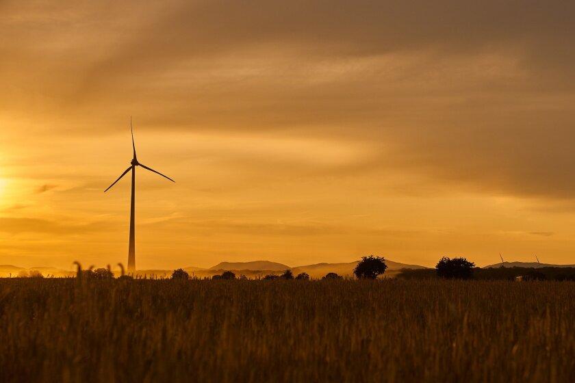wind-power-4380274_1920.jpg