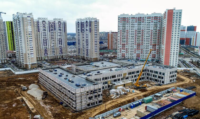 Khimki, Russia. 10th Apr, 2018. MOSCOW REGION, RUSSIA - APRIL 10, 2018: An aerial view of the construction site of the Levoberezhny, 71 residential complex of the PIK Group real estate developer in the town of Khimki. Valery Sharifulin/TASS Credit: ITAR-T