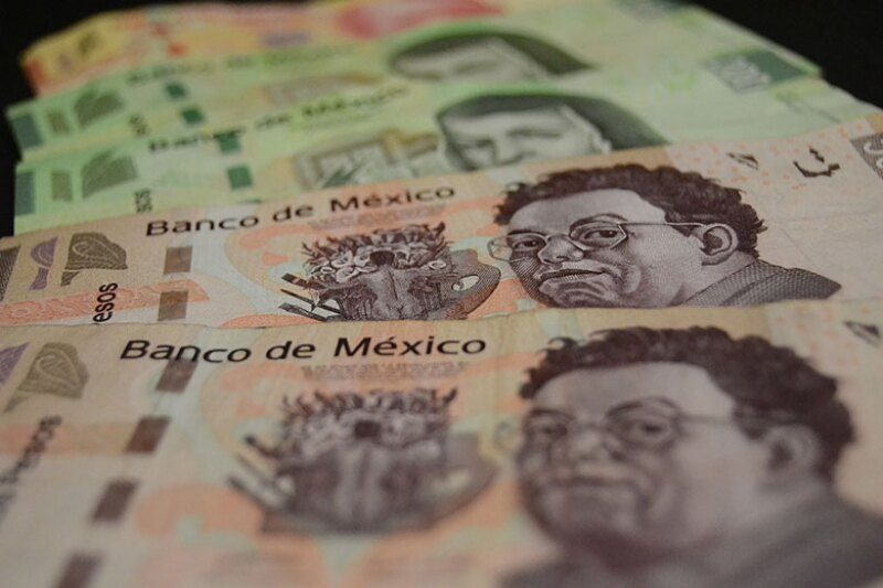 Mexico-peso-banknotes,-money-cash-780.jpg