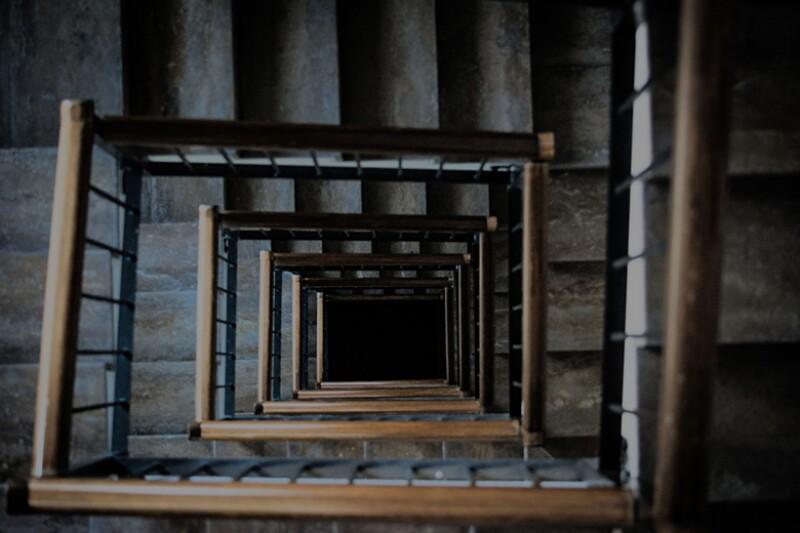 stairwell-drop-vertigo-780