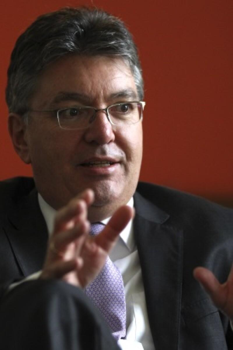 Mauricio Cardenas award-R-300