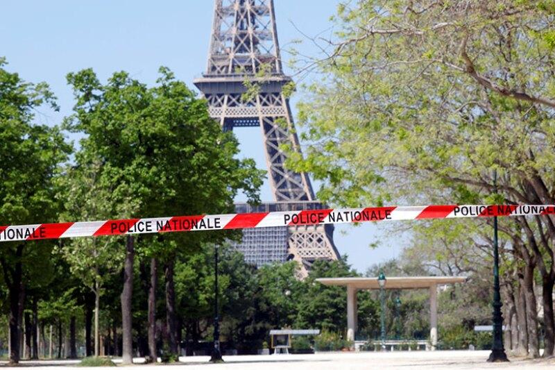 Eiffel-Tower-Paris-coronavirus-R-780.jpg