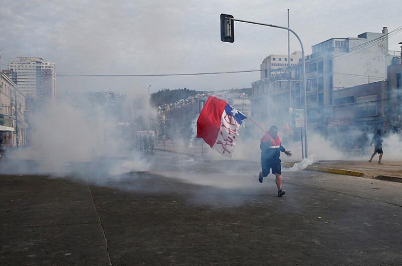Chile-protest-tear-gas-R-780.jpg