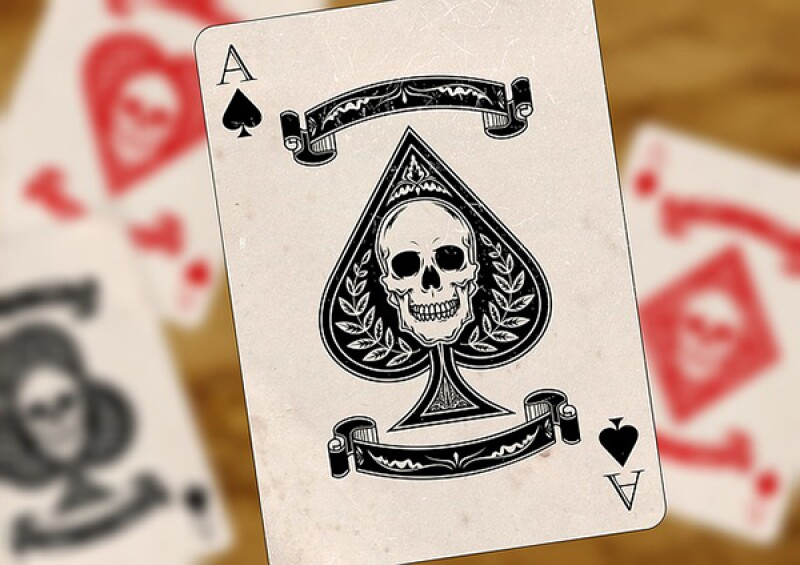 skull playing cards-600