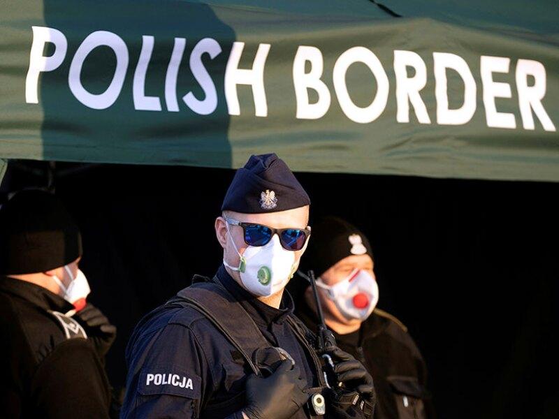 Poland-border-police-coronavirus-R-780.jpg