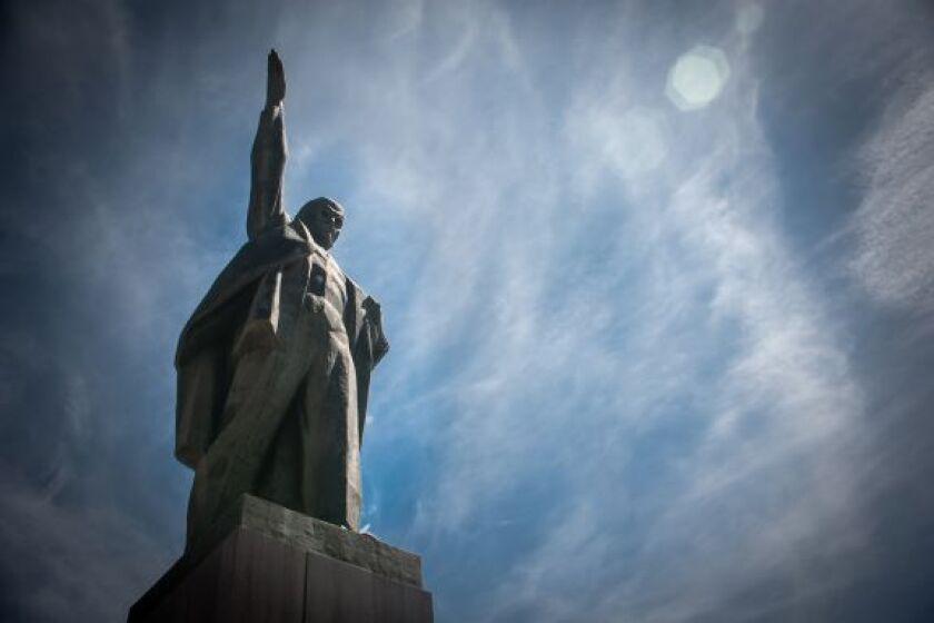 Lenin_Statue_20Mar20_PA_575x375