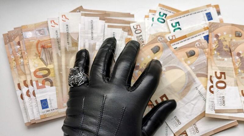 Money-gloves-4762177_1920_960.jpg