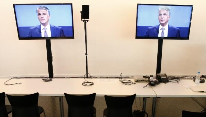 Sergio Ermotti TV screens-R-600