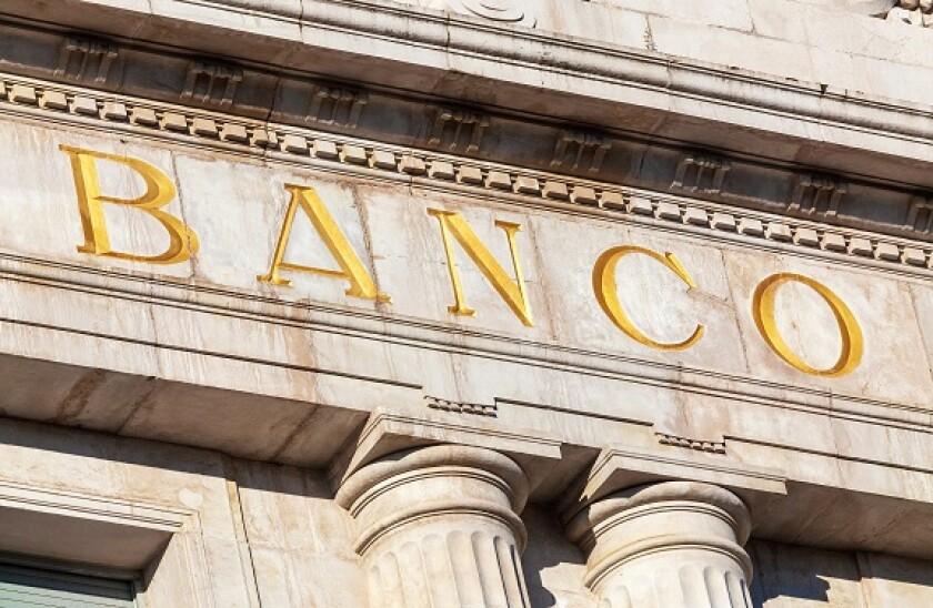 Banco_Adobe_575x375