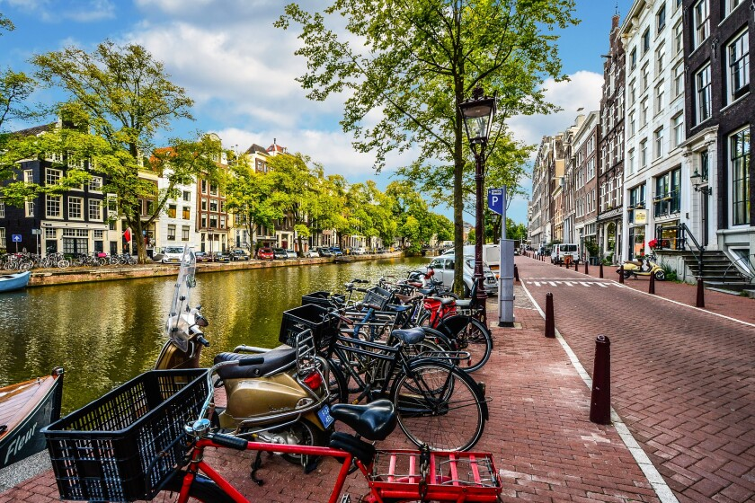 amsterdam-2261212_1920.jpg