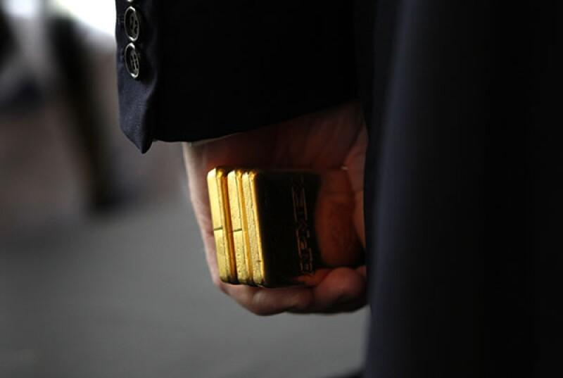 Gold suit-R-600