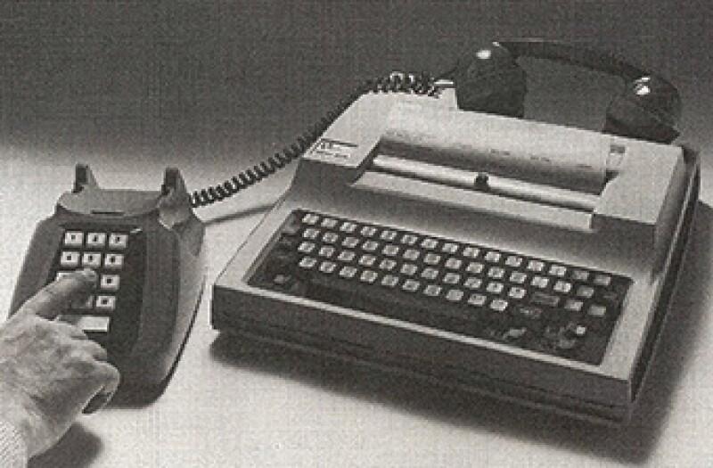oldtech-typewriterphone-340