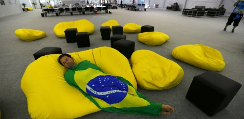 Brazil sleeping-R-600