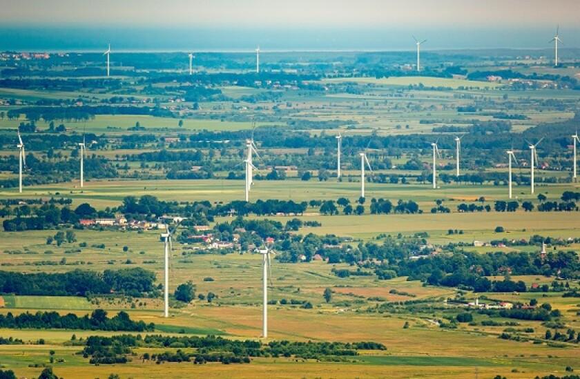 Wind farm Poland nr Baltic in 2016 from Alamy 28Jun21 575x375