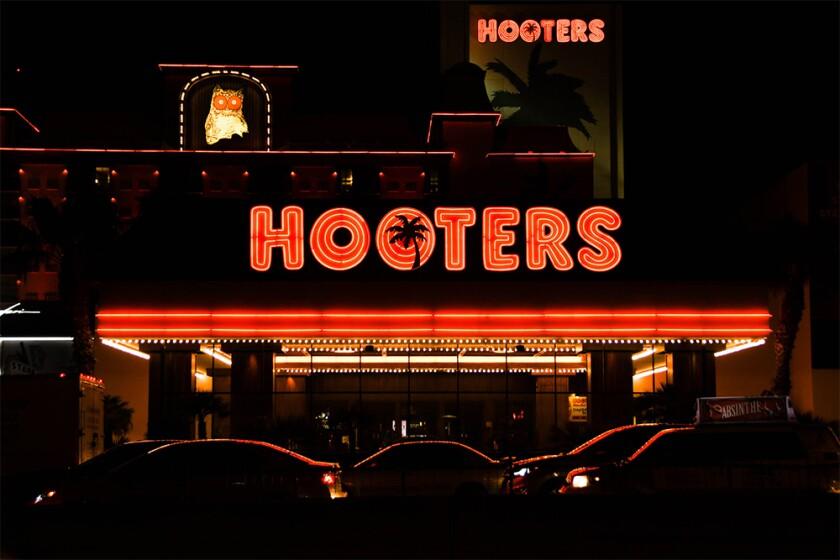 Hooters Restaurant Las Vegas NV Alamy 2B7Y6A2.jpg