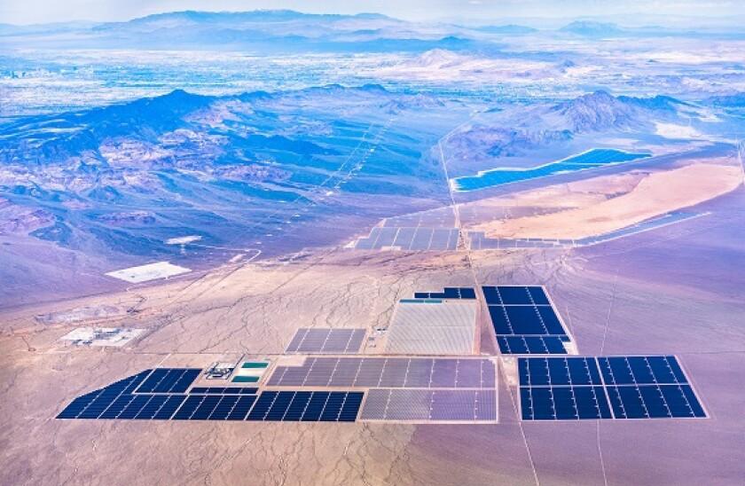 solar_farm_Nevada_alamy_575x375.jpg
