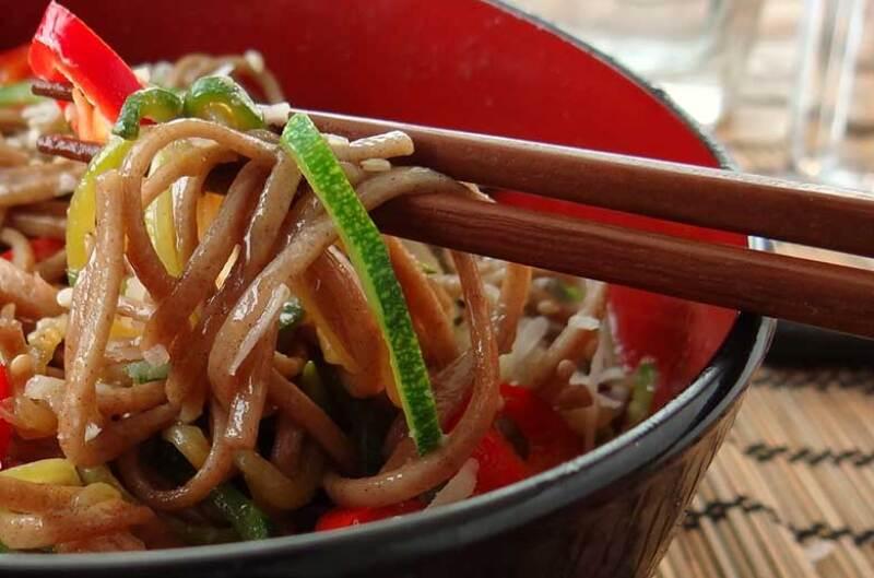 chopsticks-noodles-780