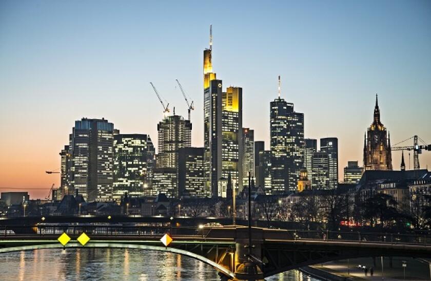 Instone_Frankfurt_skyline_2_PA_575_375