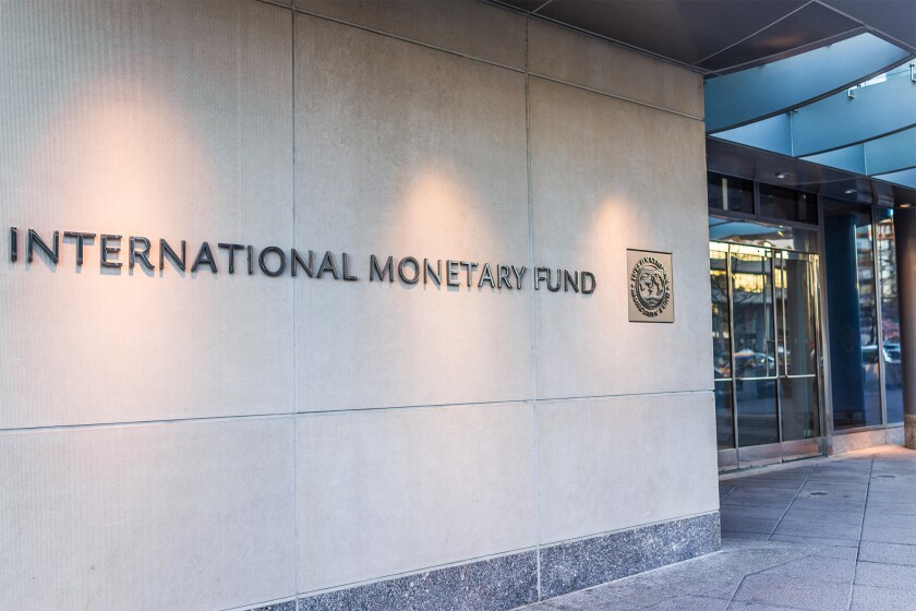 IMF entrance with sign of International Monetary Fund and logo HTXF9T.jpg