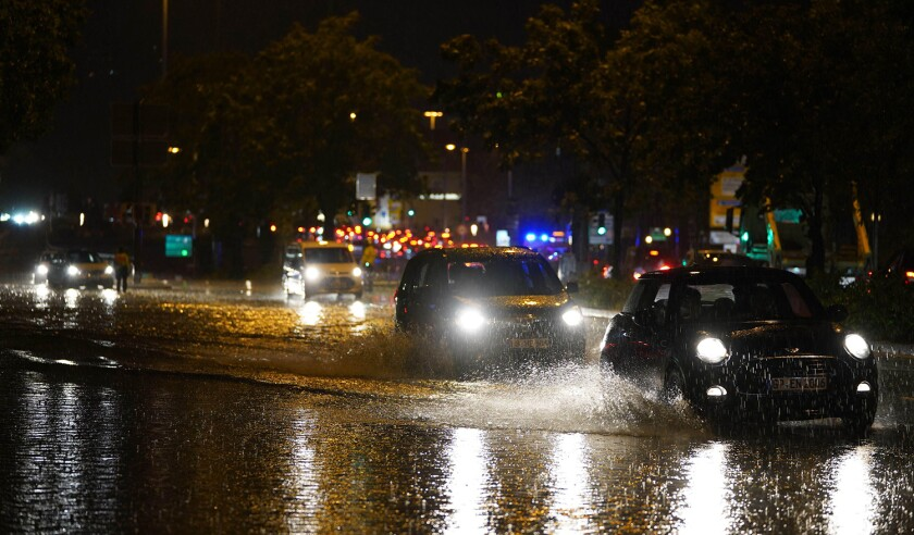 Stuttgart, Germany. 28th June, 2021. Drivers try to avoid the floods with their cars on Konrad-Adenauer-StraBe. A strong thunderstorm has swept across large parts of Baden-Wurttemberg, causing major damage. Credit: Andreas Rosar/dpa/Alamy Live News