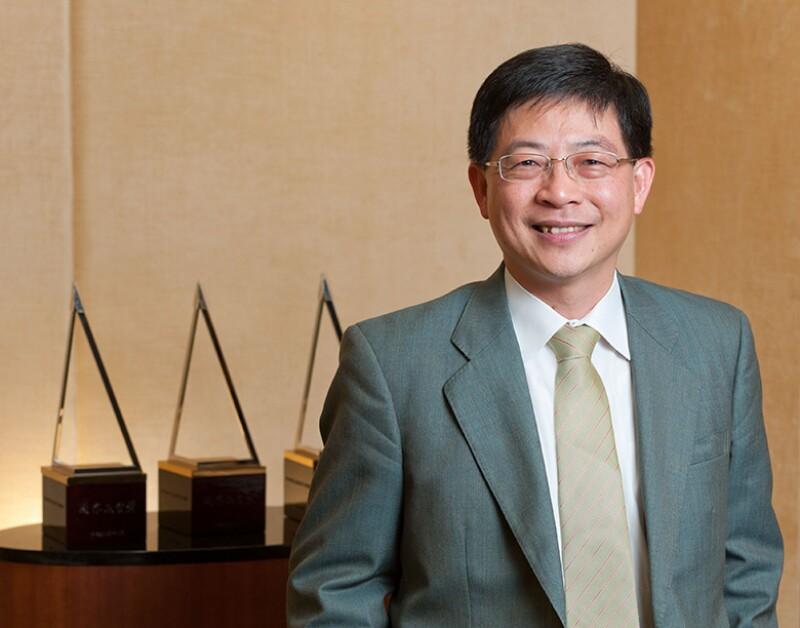 Joseph-Huang-E-Sun-780.jpg