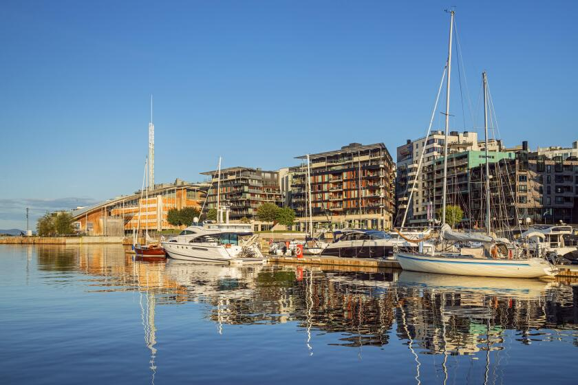 Houses and boats on the Oslofjord in downtown Oslo, Nowegen, Scandinavia, Northern Europe, Europe