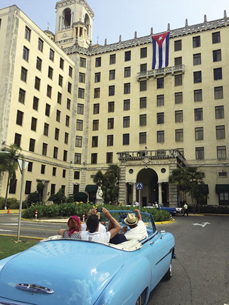 Cuba car portrait-400