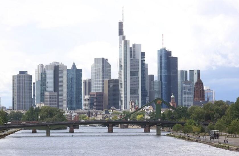Frankfurt_skyline_3_PA_575_375