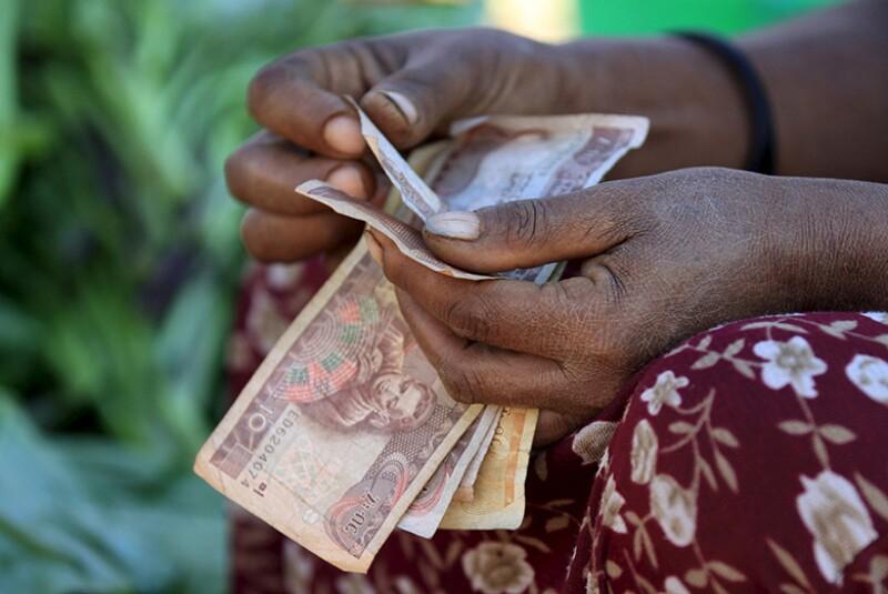 Ethiopia-birr-banknotes-counted-R-780