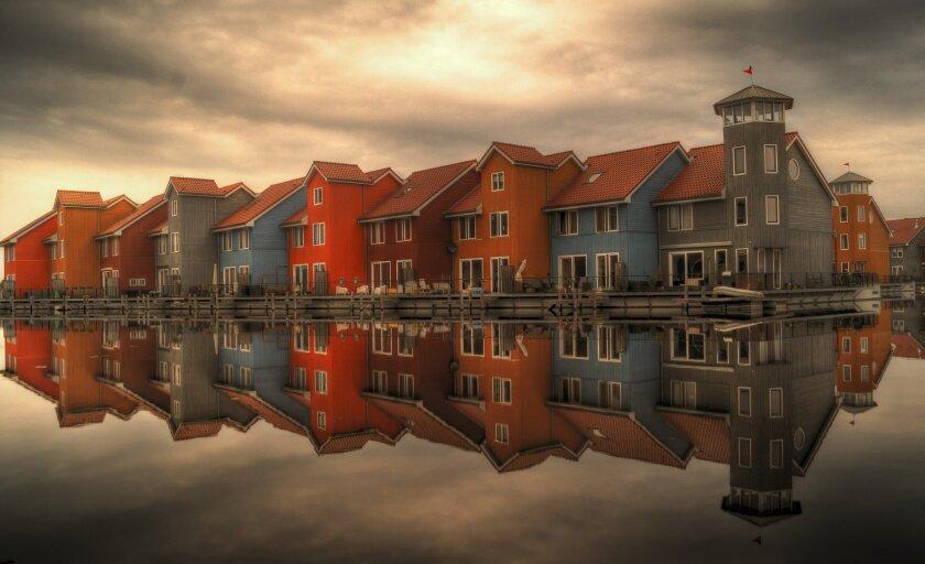row-houses-384596_1920.jpg