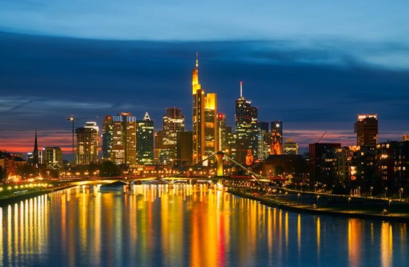pixabay frankfurt skyline 575x375