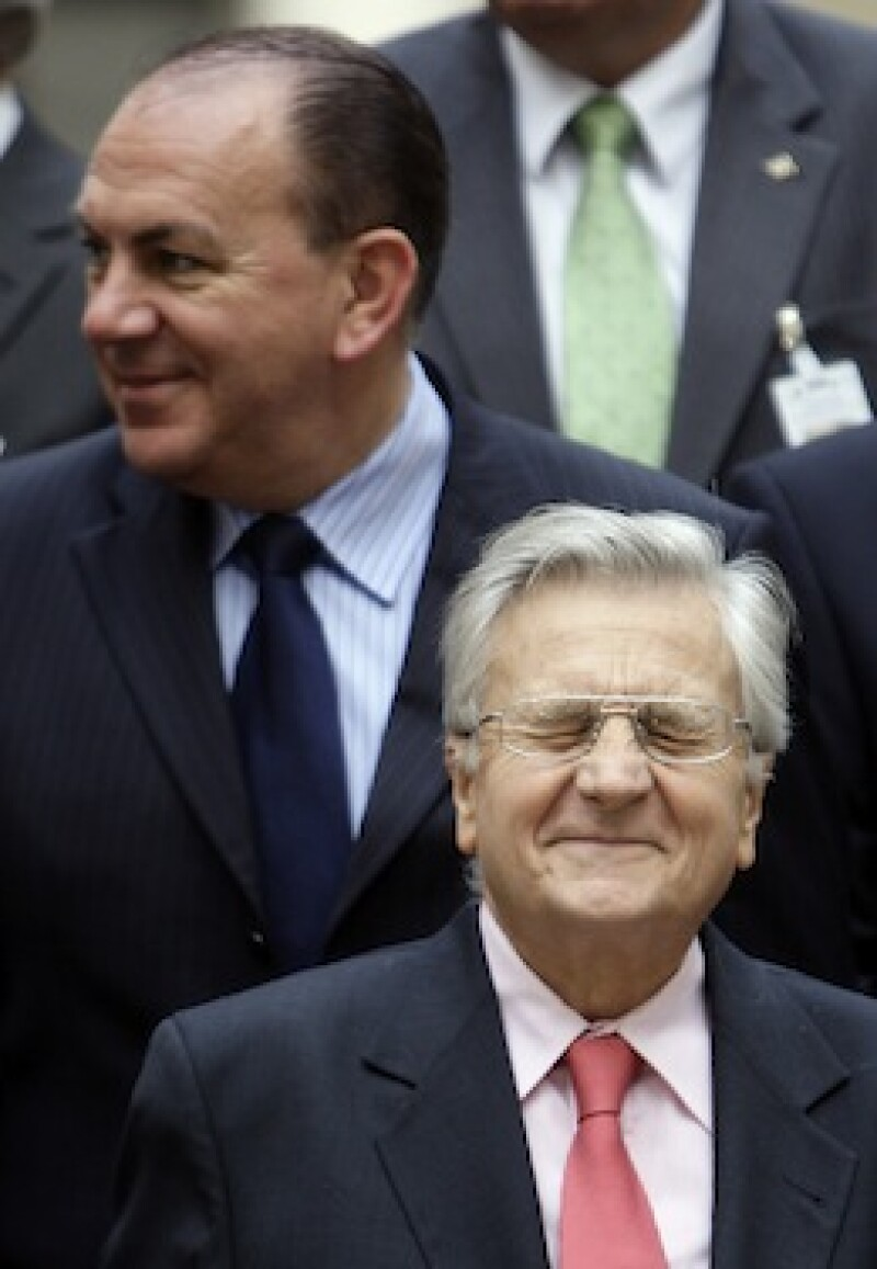Trichet and Weber poses during photo family at the European Central Bank meeting in Venice