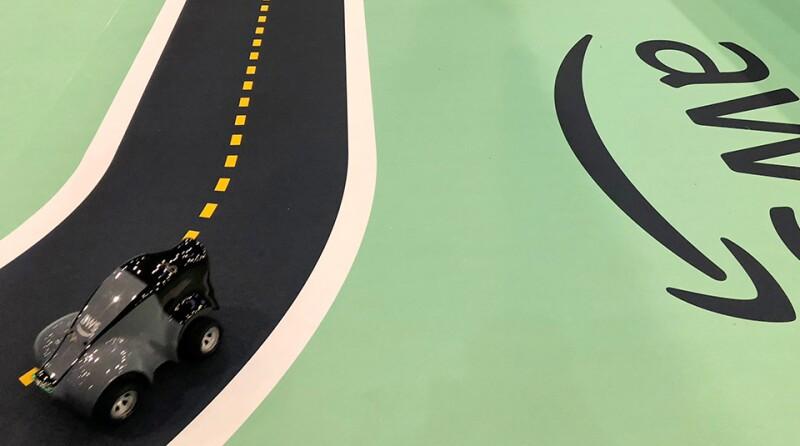 AWS-DeepRacer-track-car-R-960.jpg