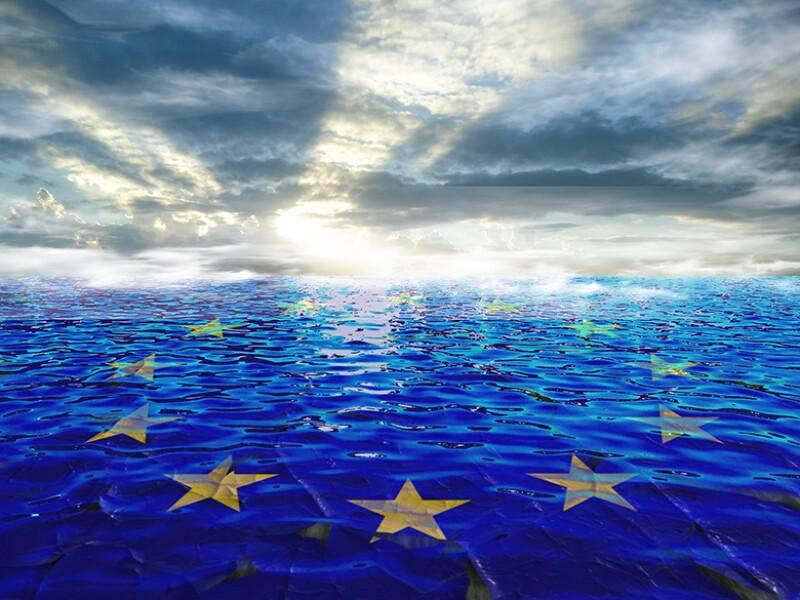europe-eu-flag-waves-sea-horizon-780.jpg