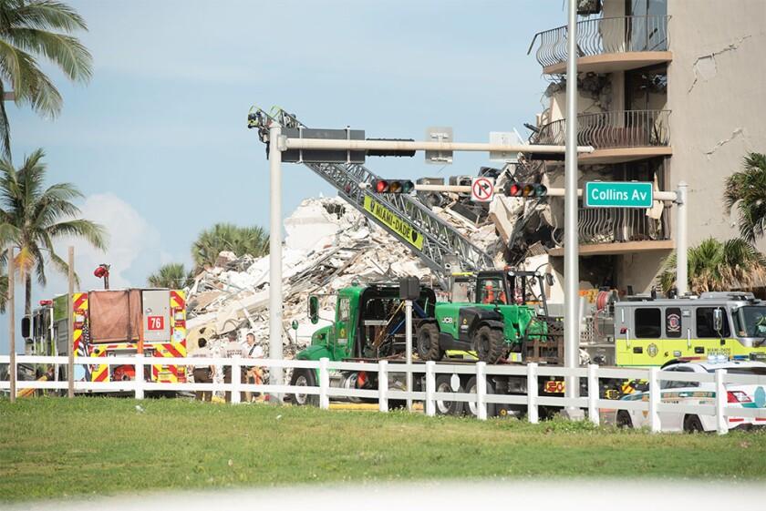 Miami Florida condo collapse 2G51WMB.jpg
