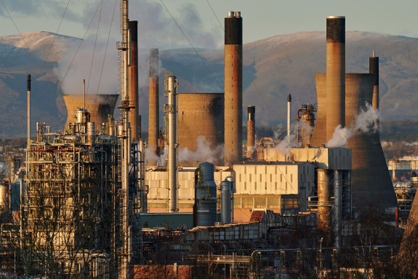 Grangemouth oil refinery from Alamy 15Sep21 575x375