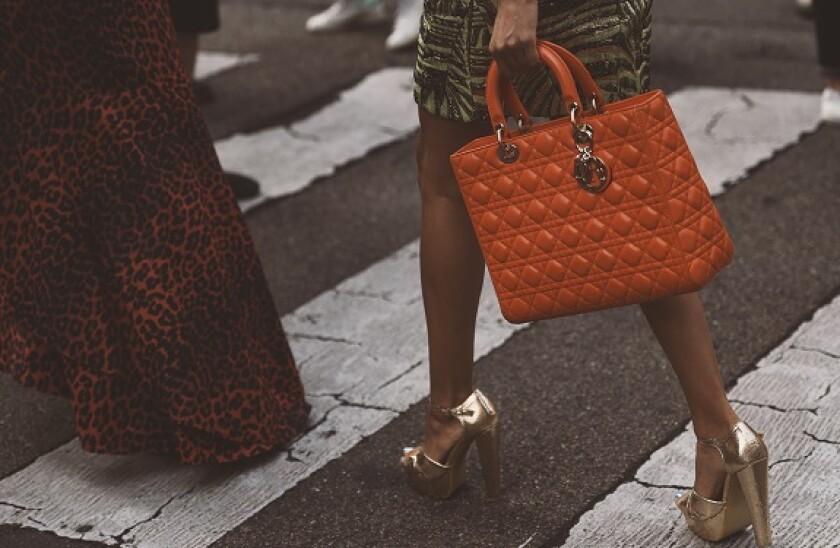 Handbag_walking_Adobe_575x375_Oct20