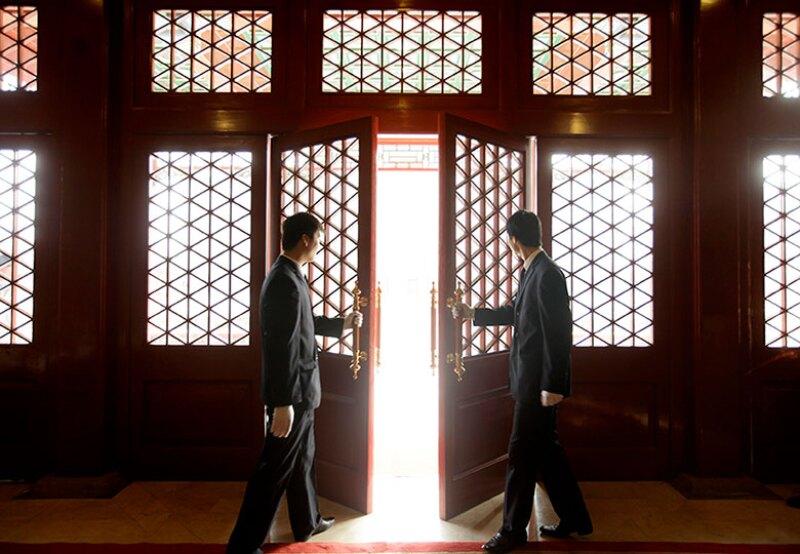 china-door-open-restaurant-R-780.jpg