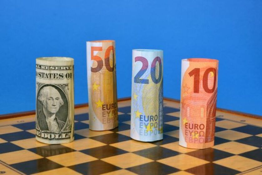 euros_dollars_chess_alamy_15Jun21_575