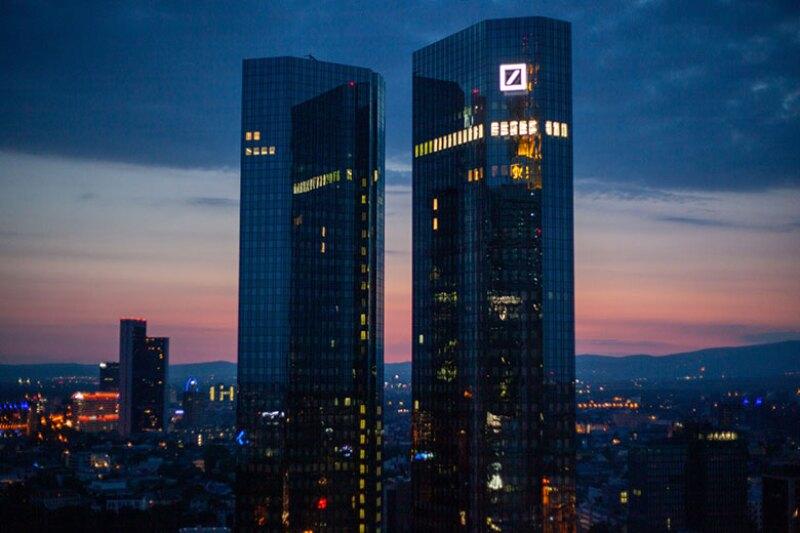 Deutsche-Bank-buildings-night-780.jpg