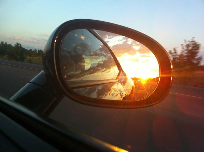 rear-view-mirror-363951_1920.jpg