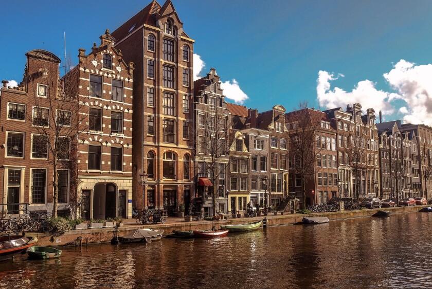 amsterdam-4045137_1920.jpg
