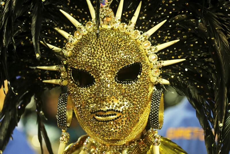 gold-mask-rio-festival-R-780