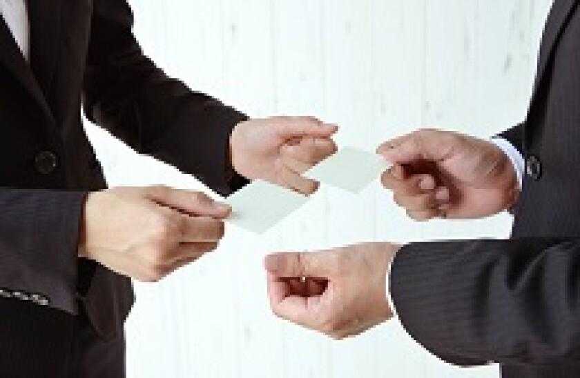 Swap_business_cards_Fotolia_230x150