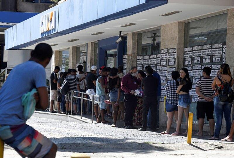 Brazil-bank-queue-coronavirus-R-780.jpg