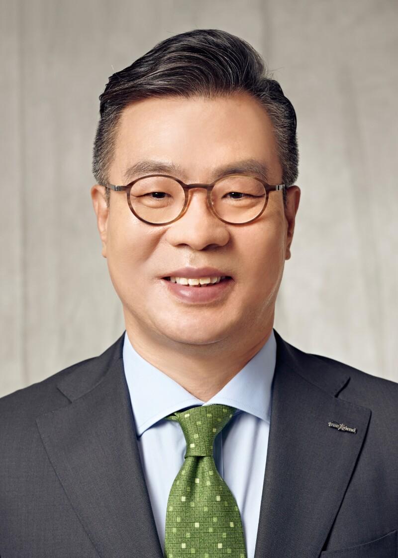 JUNG Il Mun, CEO, KIS.jpg