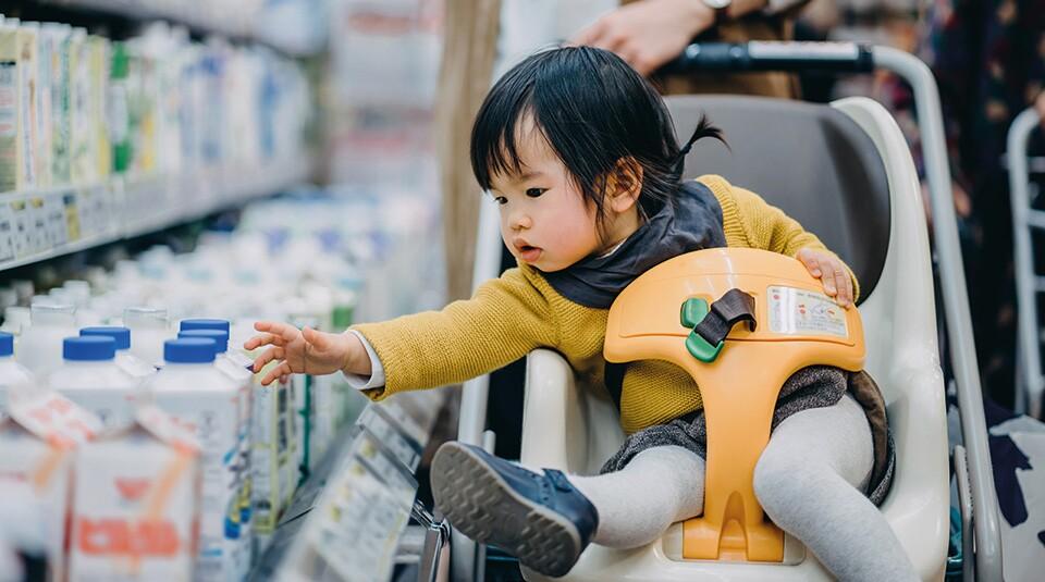 Japan-child-reaching-shopping-Getty-960.jpg