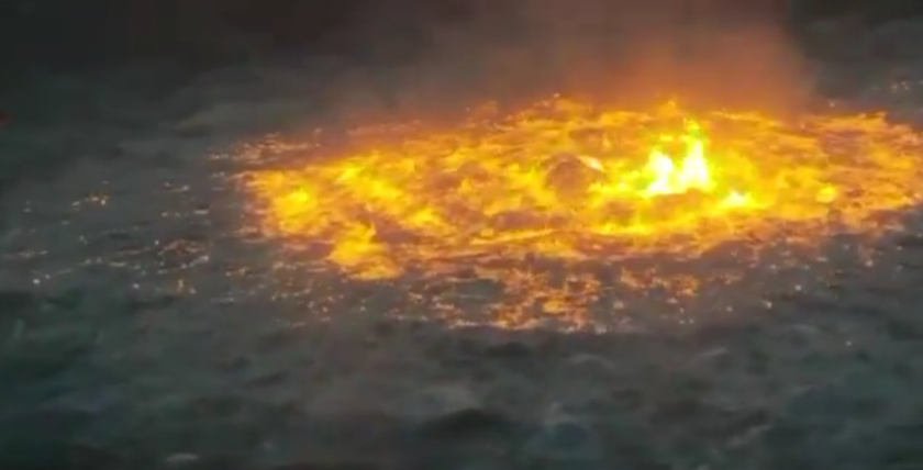 Pemex_fire_gulf_of_mexico_sea_fire_july_2021.png